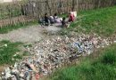 După ei vor strânge copiii și voluntarii gunoaiele