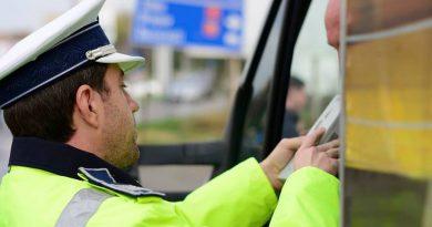 Tânăr fără permis oprit în trafic de poliţiştii din Târnăveni +