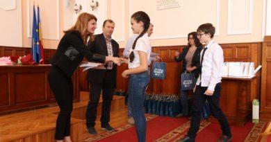Elevi din Târnăveni premiaţi de Universitatea Petru Maior