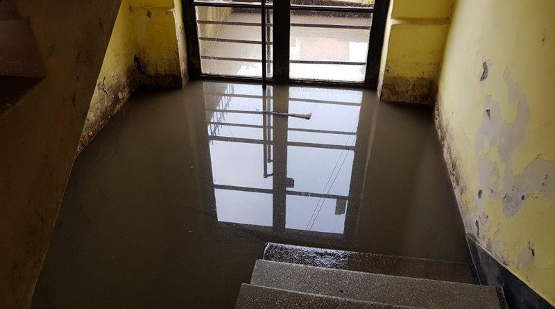 O mare problemă a blocurilor din Târnăveni. Subsolurile inundate !