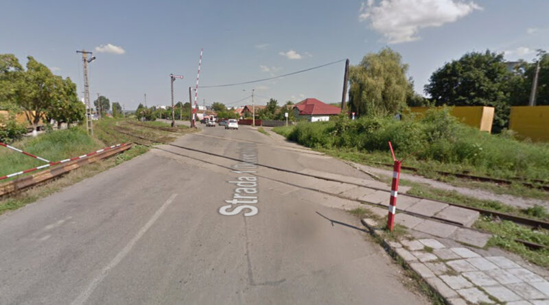 Încep reparațiile la trecerea de nivel cu cale ferată