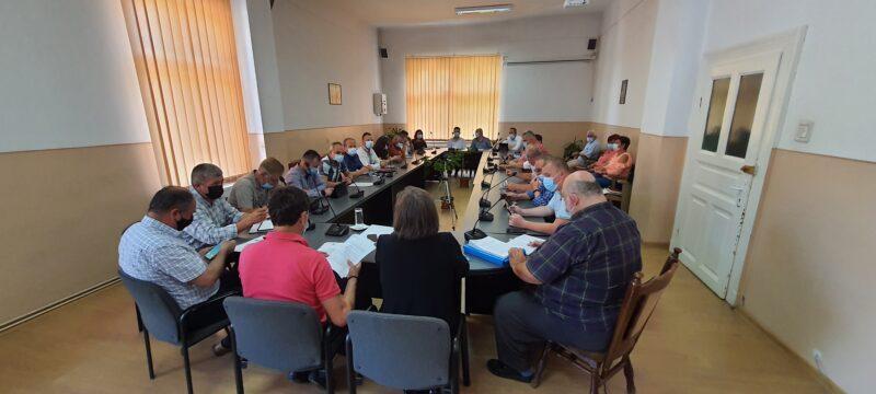 Consiliul local se întrunește după mai bine de un an din nou în sala de ședințe