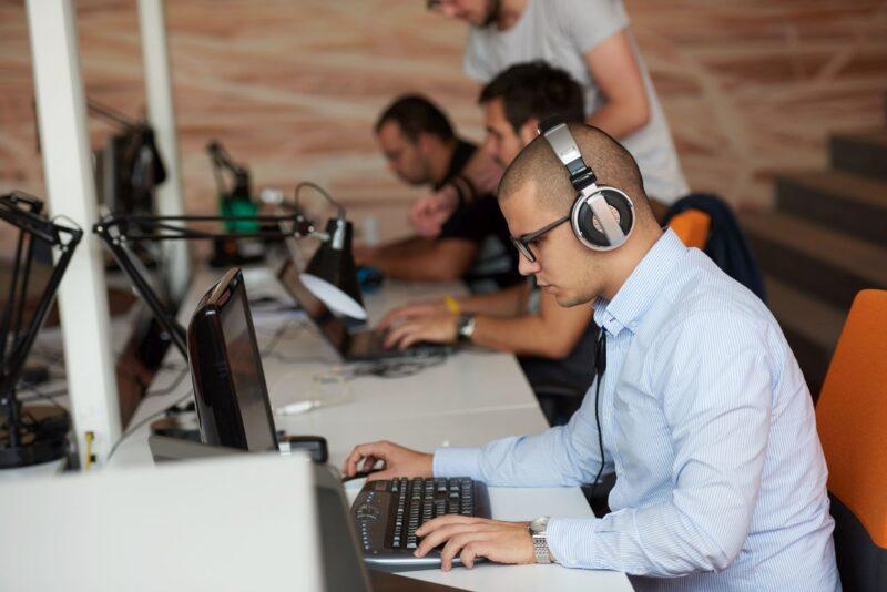 Economia României se salvează prin IT
